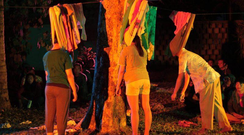 21103829 1939736662947952 1072357344 o | Kembali ke Simbol, Kembali ke Alam: Catatan Untuk Teater The Pooh-pooh Somatic
