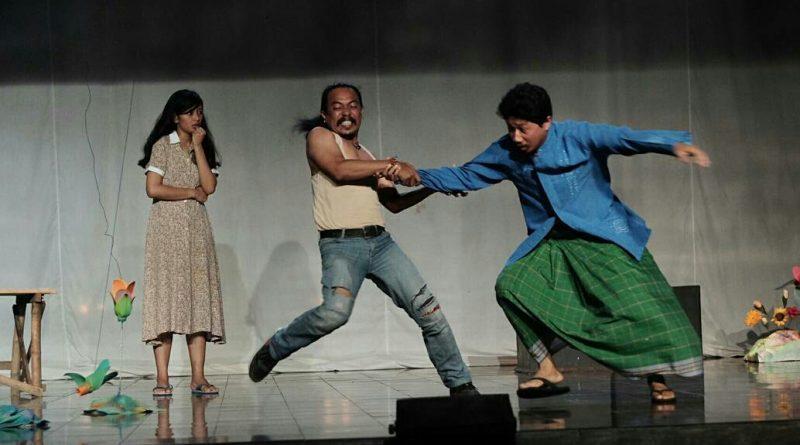 "WhatsApp Image 2017 12 30 at 23.13.02 e1514653957434 | Teater ""Sekar Murka"",  Bunga dan Refleksi Tentangnya"