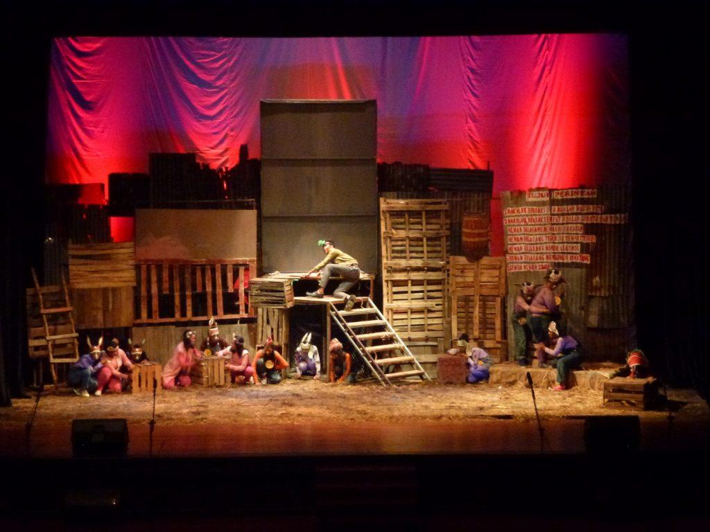 image001 | Upaya Kreatif Tak Berpadu Konsep : Dua ujian akhir Teater SMK 12 Surabaya