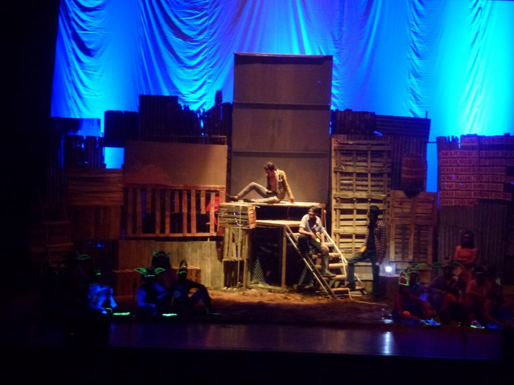 image003 | Upaya Kreatif Tak Berpadu Konsep : Dua ujian akhir Teater SMK 12 Surabaya