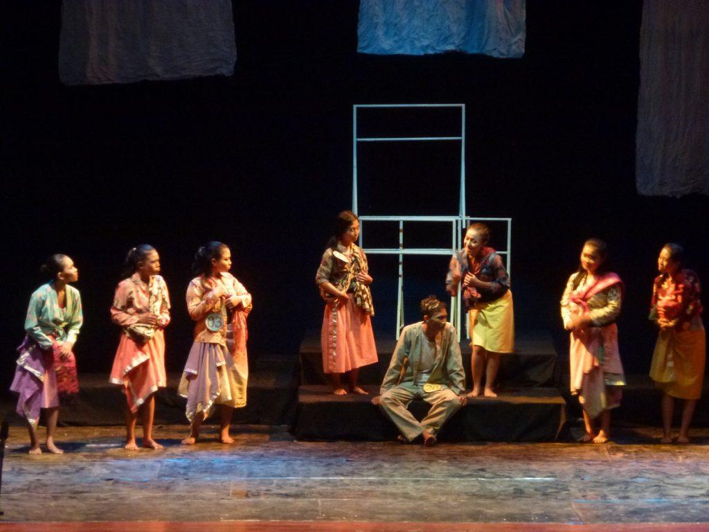 image007 | Upaya Kreatif Tak Berpadu Konsep : Dua ujian akhir Teater SMK 12 Surabaya