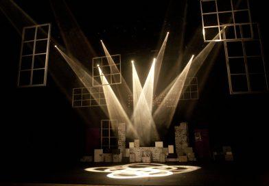 Tentang Dramaturgi: Syarat. Tuntutan yang Berlebihan. Seni Hidup.