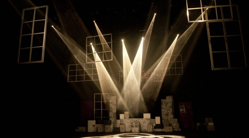 theatre 430552 1920 | Tentang Dramaturgi: Syarat. Tuntutan yang Berlebihan. Seni Hidup.