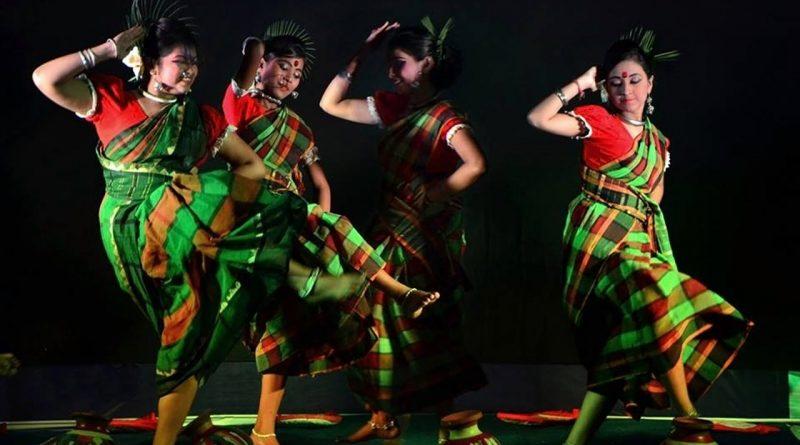 tarian perempuan India