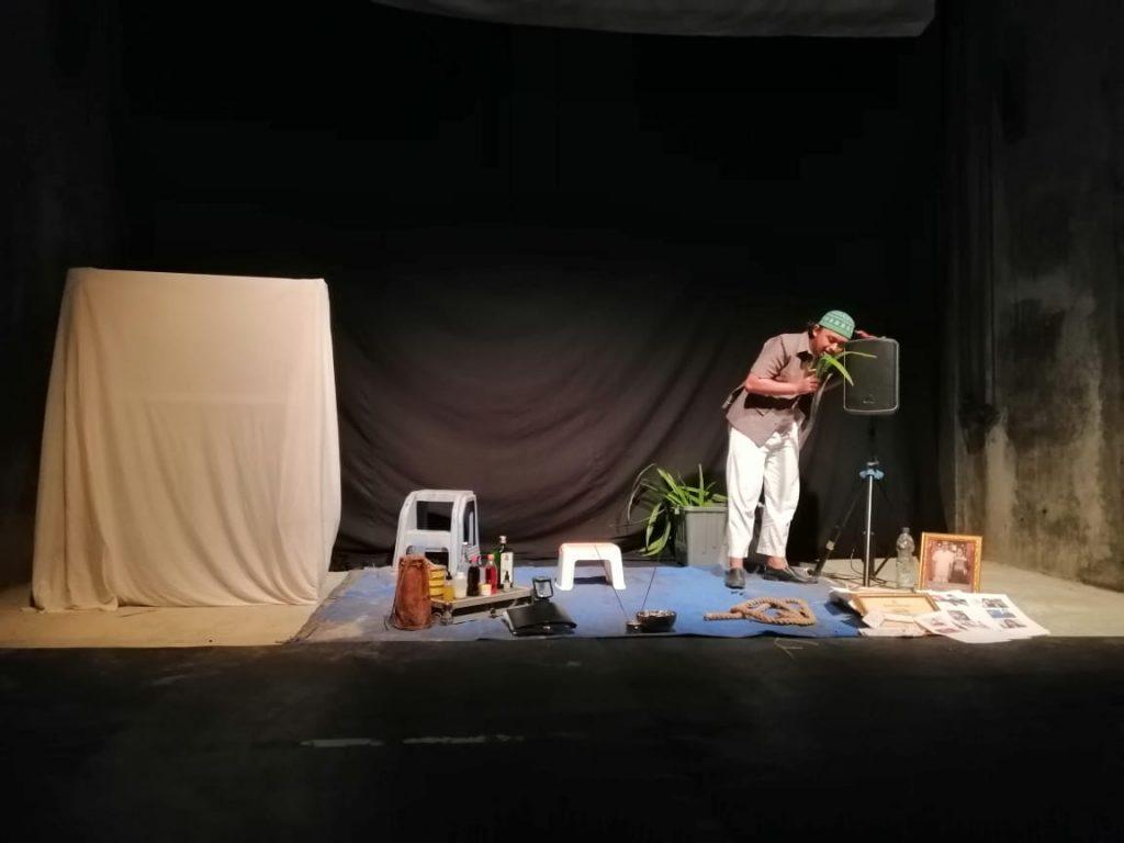 kahfi 3   Tukang Obat dalam Bingkai Gawai : Catatan dari Monolog Tukang Obat oleh Kahfi Nur Asror.